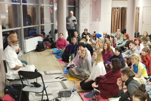 Girish jha teaching meditation/mindfulness