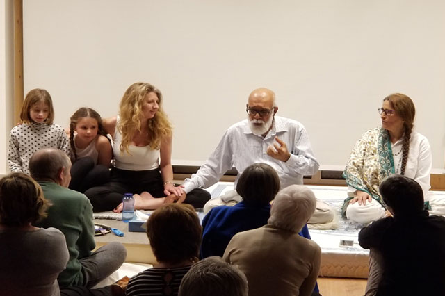 girish jha teaching meditation to their students